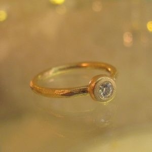 14k yello gold engagement ring,set with Diamond.
